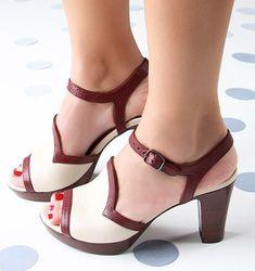 Chie Mihara shoes, sandals, blocs and boots. Buy now original, feminine footwear. Designer shoes of maximum comfort! Unique Shoes, Cute Shoes, Me Too Shoes, Shoe Boots, Shoes Sandals, Dress Shoes, Low Heel Shoes, High Heels, Splendid Shoes