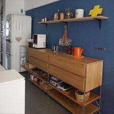 1LDKで、家族の、キッチン/無印良品/リノベーション/中古マンション/アクセントクロス/北欧インテリアについてのインテリア実例。 「この棚はどこで購入で...」 (2017-10-21 16:11:58に共有されました) Muji Style, Natural Interior, Kitchen Cart, Kitchen Design, House Design, Home Decor, Rooms, Decoration, Instagram