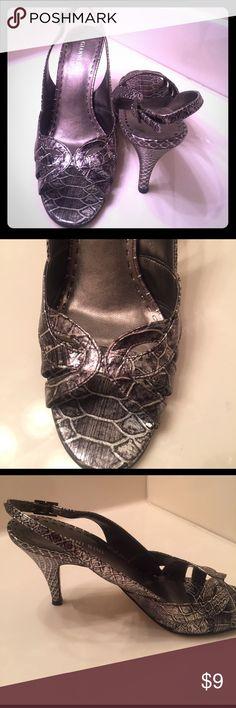 ADORABLE Pewter Snake Print Peep Toe Pumps. GIANNI BINI Pewter Snake Print Peep Toe Pumps. SZ 8.5.  heels 2.5 in. Worn a few times. Gianni Bini Shoes Heels