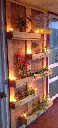 Pallet planters are not that difficult to build. Place vertical beams of pallet on the brick wall for support then fix four by one pallet cases or pallet planter on them. Use lights to decorate them and also hang cages to make the look complete Outdoor Projects, Home Projects, Craft Projects, Decoration Palette, Decoration Piece, Palette Diy, Outdoor Lighting, Outdoor Decor, Lighting Ideas