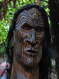 Maori Carvings, New Zealand. Maori Face Tattoo, Body Art Tattoos, Girl Tattoos, Maori Tattoos, New Zealand Tattoo, Maori People, Polynesian Art, Maori Tattoo Designs, Maori Art