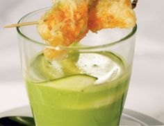 Grüne Zucchinisuppe mit Knusperblüte Cantaloupe, Pudding, Fruit, Desserts, Food, Zucchini Flowers, Peeling Potatoes, Food Food, Recipies