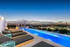 #Airbnb Apartment in Coorparoo/Brisbane, Australia. Located in the neighbourhood's newest apartment building, located just 4 kms from Brisbane's CBD and Fortitude Valley (night life/clubs).  There are 2 supermarkets, many cafes & retail shops, 2 bus stations nearby and the Coorparoo train station ...