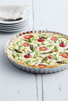 Ricotta-Tarte mit grünem Spargel und Tomaten | http://eatsmarter.de/rezepte/ricotta-tarte-mit-gruenem-spargel-und-tomaten