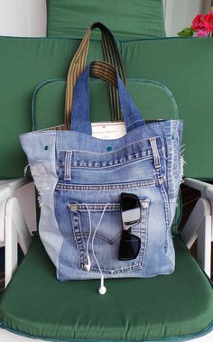 Denim Bag, Purses And Bags, Diy And Crafts, Sewing Projects, Recycling, Hobbies, Fabrics, Textiles, Couture