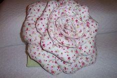 Almofadas flor em tecido para decorar sua casa ou dar de presentes para amigas, mamães, namoradas ainda vender e ganhar uma renda extra Idéia de reciclar