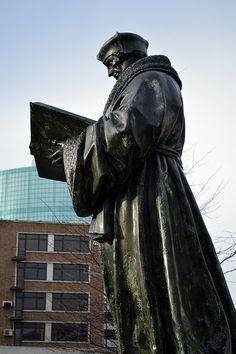 https://flic.kr/p/J3BDxG | Rotterdam (The Netherlands) - Grotekerkplein - Statue Erasmus | Pictures by Björn Roose. Rotterdam, The Netherlands, January 2016.