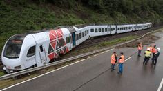 Der Zugführer und neun Passagiere wurden leicht verletzt. Die Strecke zwischen Koblenz und Frankfurt bleibt bis auf Weiteres gesperrt. Die Bergung des Zuges wird nach Polizeiangaben rund zwei bis drei Tage dauern.