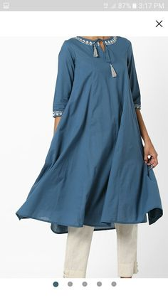 Simple Kurta Designs, Kurti Neck Designs, Dress Neck Designs, Blouse Designs, Stylish Dresses, Casual Dresses, Fashion Dresses, Pakistani Dress Design, Pakistani Outfits