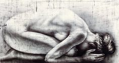 """{Michela Crisostomi. Geb. 1976 in Treni/Italien.} Rs. sign., 2015 dat. und bet. """"Seme della Terra"""". Auf dem Boden kauerender weiblicher Akt. Acryl/Lwd. 80 x 150 cm"""