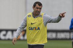 Sucessor de Cristóvão Borges, Carille divulgou lista de atletas relacionados para confronto com Fluminense
