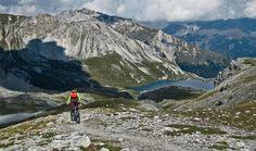 Ci sono innumerevoli sentieri attorno a #Bormio immersi nella splendida natura del Parco Nazionale dello #Stelvio. Percorsi ideali per scoprire le Alpi in sella alla #Mtb. Alcuni sono particolarmente interessanti e permettono di pedalare in luoghi storici, tra meraviglie naturali e paesaggi mozzafiato.  Ecco quelli da non perdere. Altimetrie, mappe e info utili    #ciclismo #Valtellina #mondociclismo #estate2016 #viaggi