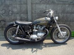 Triumph Flat Track: TRIUMPH STREET TRACKERS & BOBBERS BY BRATSTYLE