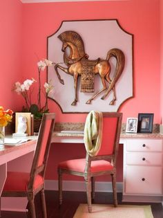 Oversized Artwork in Coral Office Nook