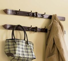turn those vintage skis into a useful coat rack with hooks. Another one for my future ski house. Décor Ski, Apres Ski, Home Interior, Interior Decorating, Decorating Ideas, Decor Ideas, Ski Vintage, Unique Vintage, Vintage Wood