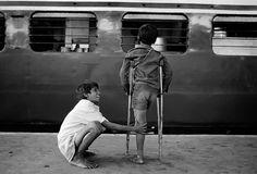 Dario Mitidieri from 'Children of Bombay' Series Helen Keller, Hadith, World Book Encyclopedia, World Press Photo, Saint Coran, Cute Kids Photography, Vintage Photography, Favourite Festival, Homeless People