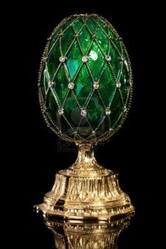 Faberge Emerald Green Egg I Faberge exhibit at the Houston Museum of Natural Science Emerald Gemstone, Emerald Green, Green And Gold, Emerald Rings, Ruby Rings, Emerald City, Objets Antiques, Fabrege Eggs, Tsar Nicolas