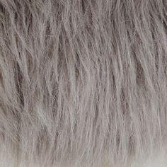 Tabouret en fausse fourrure grise | Maisons du Monde