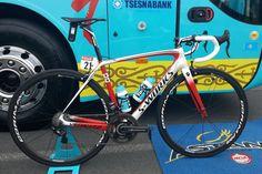 Tour de France — Le vélo de... Fabio Aru Le Specialized Tarmac de Fabio Aru arbore une décoration particulière. Pas de doute, le leader de l'équipe Astana est fier de ses origines sardes ! Tour de France — Le vélo de... Fabio Aru - Le Specialized Tarmac...