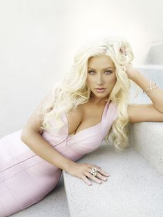 Christina Aguilera.... I so wish I could sing like her!