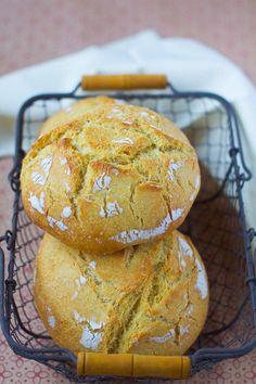 Portuguese bread with corn flour – Broa de milho Portuguese Bread, Portuguese Recipes, Bread Recipes, Cooking Recipes, Corn Flour Recipes, Brunch, Cooking Bread, Our Daily Bread, Dinner Rolls