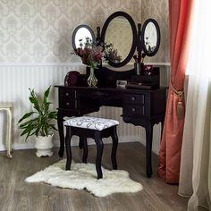 Čierny toaletný stolík Rachel Ruysch s 3 zrkadlami a taburetkou