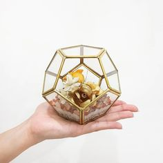We also arrange the cornhusk flowers in geometric glass, based with Carnelian stone chips. Aren't they beautiful?  Please share your opinion with us! We'd like to gather some more thoughts to make these decor products more interesting 😉