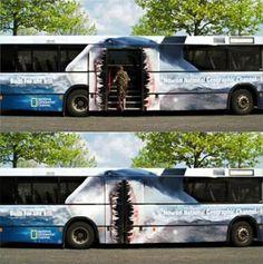 大型バスを使ったクリエイティブな広告23選 | AdGang