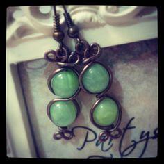 Orecchini stile vintage e perle di vetro verdi