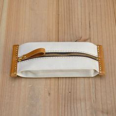 Fastener pen made of produced canvas and camel leather … – Bag Types Leather Bags Handmade, Handmade Bags, Leather Craft, Leather Pencil Case, Leather Wallet, Sacs Design, Pencil Bags, Craft Bags, Leather Pattern