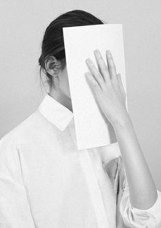 Стыд - трудное чувство, и мы склонны прятать его от себя и других, бежим от стыда, замещая его страхом. Но стыд - это ещё и маркер, где мы предаем себя.