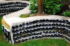 A wall made with #recycled glass bottles - a cool way to decorate your garden. I can't wait to do this!