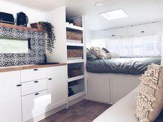 17 Adorable RV Remodel Ideas You Should Try - Camper Life Diy Camper Trailer, Camper Caravan, Camper Life, Tiny Camper, Airstream Trailers, Caravan Renovation Diy, Caravan Makeover, Van Living, Tiny House Living