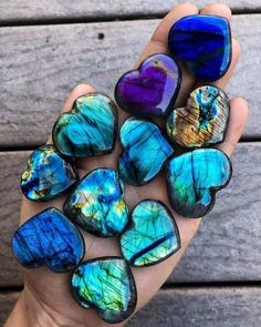 I have a blue and white labradorite heart from Big Walker Mountain. Minerals And Gemstones, Rocks And Minerals, Labradorite, Carnelian, Deco Originale, Crystal Magic, Crystal Healing, Beautiful Rocks, Beautiful Hearts