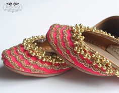 Women's Handmade Wedding/Special Occasion Jutti Material: Leather Shipping: 3 Business Days from Michigan, USA Color: Per the Picture Size: Wedding Wear, Wedding Shoes, Tiffany Blue Heels, Best Bridal Shoes, Versace, Indian Shoes, Indie, Bollywood, Indian Bridal Fashion