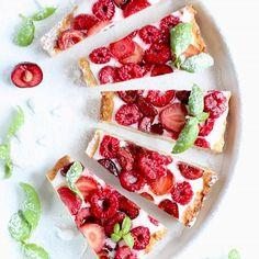 Dla jednych maliny, dla innych truskawki.... Dla jeszcze innych borówki albo czereśnie 🍓🍒 A jakie są Wasze ulubione letnie owoce? . Ostatnio zrobiłam przepyszną tartę na półkruchym spodzie z jogurtowym kremem i owocami 🍒 Lekka, pyszna, dietetyczna... 🍓🍒 No i bardzo łatwa, bo potrzebne tylko kilka składników! Chętni na #przepis? . #malinki #truskaweczki #czeresnie🍒 #czereśnie #malinoweciacho #ciastozowocami #tartazowocami #owocelata #owocelata🍇🍒🍓🍉 #summerfruits #summercakes #cakefit Bruschetta, Food And Drink, Ethnic Recipes, Cook, Iphone, Birthday, Birthdays, Dirt Bike Birthday, Cooking