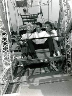 Barbara Stanwick , Joan Freeman and Elvis between take on the Roustabout set in spring 1964