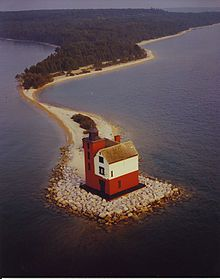 Google Image Result for http://upload.wikimedia.org/wikipedia/commons/thumb/0/04/Round_Island_Lighthouse_Michigan.jpg/220px-Round_Island_Lighthouse_Michigan.jpg