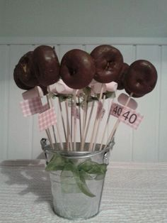 Doughnut desserts treats on sticks skewers Candy Party, Party Treats, Milestone Birthdays, First Birthdays, Candy Table, Dessert Table, Baby Shower Sweets, Chocolate Bouquet, Ideas Para Fiestas