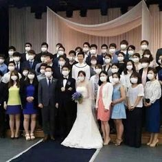 Wedding funny and Foolish photos Explain A Film Plot Badly, Funny Images, Funny Pictures, Korean Wedding, Destin, Fashion Mask, Most Popular Memes, Just Smile, Bridesmaid Dresses