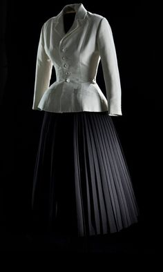 Dior Bar suit, spring/summer 1947.    From Dior