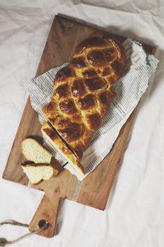 SiMS | LABiM: BUTTERZOPF. ODER: EiN HOCH AUF DAS KÖSTLiCHSTE SCHWEiZER BROT. Eat Breakfast, Pepperoni, Waffles, Pizza, Bread, Sims, Food, Mantle, Waffle