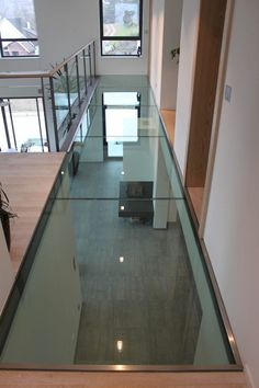 PASSERELLE, en verre, en bois, en métal - Art Escaliers House Ceiling Design, Floor Design, Cinder Block House, Garage To Living Space, Build My Own House, Escalier Design, Mews House, Living Room Decor Furniture, Glass Facades