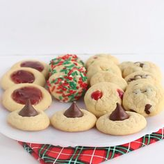 Food Five Christmas Cookies One Dough - Use one dough to make an entire Christmas cookie box for gifts. Add chocolate chips, m&m's, kisses, jam, or roll them in sprinkles! Holiday Cookies, Holiday Desserts, Holiday Baking, Holiday Recipes, Santa Cookies, Smartie Cookies, Christmas Chocolate Chip Cookies, Chocolate Kiss Cookies, Cake Cookies