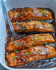 Flaky and tender salmon with a delicious homemade teriyaki sauce, baked to perfection for an easy healthy dinner option. Healthy Salmon Recipes, Seafood Recipes, Fish Recipes, Salsa Teriyaki Casera, Tasty Meal, Pizza Und Pasta, Baked Teriyaki Salmon, Homemade Teriyaki Sauce, Homemade Sauce