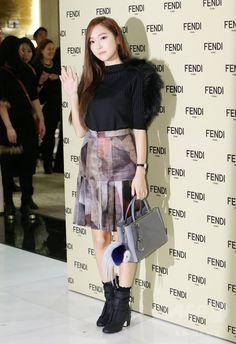 韓国・ソウル(Seoul)のロッテ百貨店(Lotte Department Store)のブランド館「エビニュエル(Lotte Avenuel)」で、ファッションブランド「フェンディ(Fendi)」のオープン記念イベントに臨む、デザイナーのジェシカ(Jessica、2014年11月25日撮影)。(c)STARNEWS ▼28Nov2014AFP 元少女時代ジェシカ、デザイナーとしてフェンディのイベントに出席 http://www.afpbb.com/articles/-/3032930 #제시카_정 #Jessica_Jung #潔西卡 เจสสิกา ช็อง #정수연 #Jung_Soo_yeon #鄭秀妍 #郑秀妍 ช็อง ซู-ย็อน