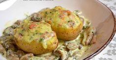 Lavez convenablement les pommes de terre, essuyez-les et emballez-les séparément dans du papier alu.Faites-les cuire au four à 200°C pendant 30 à 40 minutes.