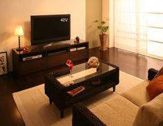 アジアン家具は他の家具にはない、独特の雰囲気を持っています。アジアン家具を取り入れ、リゾート地のホテルのような神秘的な空間を演出した魅惑のアジアン風リビングコーディネートをご紹介します。 アジアン家具を使った幻想的なコーディネートのポイントのインテリアコーディネート実例写真