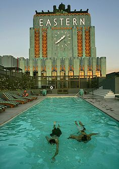 The Eastern Columbia building, an art deco icon. Most beautiful pool deck in Los Angeles. Cultural Architecture, Historical Architecture, Architecture Design, Hotel Architecture, Historical Art, Art Nouveau, Art Deco Clothing, Clothing Stores, Art Deco Stil
