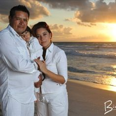 Family beach photos, Miami with the boys! Family Beach Poses, Family Beach Portraits, Beach Family Photos, Family Posing, Beach Pictures, Adult Family Photos, Family Images, Family Pictures, Beach Photography